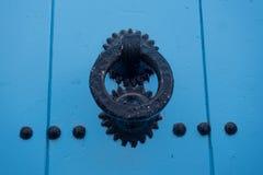porta do vintage no medina azul bonito da cidade de Chefchaouen em Marrocos, África Foto de Stock
