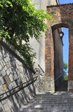 Porta dominiquense, polimento: Furta Dominikanska, cidade velha em Sandomierz, Polônia Fotografia de Stock