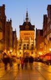 Porta dourada na noite, Gdansk, Polônia Fotografia de Stock Royalty Free
