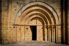 Porta e arcos de pedra de entrada da igreja Foto de Stock