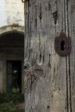 Porta e fechamento velhos Foto de Stock