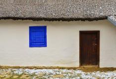 Porta e janela rústicas fotografia de stock royalty free
