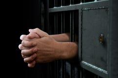 Porta e mãos da pilha de cadeia Fotografia de Stock