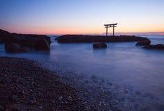 Porta e mar japoneses na prefeitura de Oarai Ibaraki foto de stock royalty free