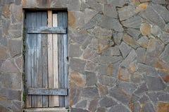 Porta e parede de pedra Imagens de Stock