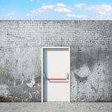 Porta e parete davanti al cielo Fotografia Stock Libera da Diritti