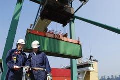 Porta e trasporto del contenitore Immagini Stock Libere da Diritti