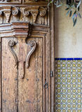 Porta elaborada, projeto do sudoeste fotos de stock royalty free