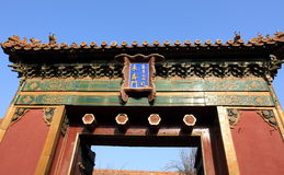 Porta elaborata tradizionale nello stile cinese Fotografia Stock