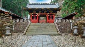 porta em Taiyuinbyo - o mausoléu de NIO-segunda-feira de Tokugawa Iemitsu em Nikko fotografia de stock royalty free