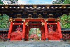porta em Taiyuinbyo - o mausoléu de NIO-segunda-feira de Tokugawa Iemitsu em Nikko imagem de stock