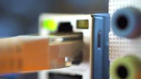 Porta Ethernet ed altri porti per collegamento dei dispositivi alla scheda madre stock footage