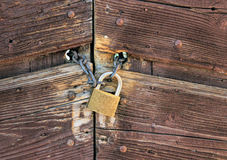 Porta fechado oxidada velha Fotos de Stock