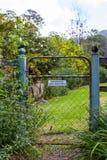 Porta fechado a um jardim Imagens de Stock Royalty Free