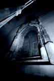 Porta gótico escura   Imagens de Stock
