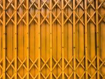 Porta gialla immagine stock