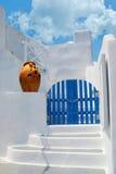 Porta greca tradizionale sull'isola di Santori Immagini Stock