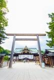 Porta Haiden Salão de Chumon Torii do santuário de Yasukuni V Foto de Stock