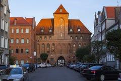 Porta histórica velha em Gdansk no por do sol, Polônia imagens de stock