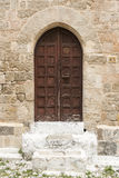 Porta incurvata e città Cobbled Rodi della via vecchia Fotografie Stock