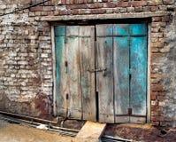Porta indiana d'annata con i mattoni fotografia stock