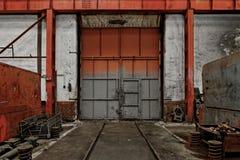Porta industriale di una fabbrica Immagine Stock