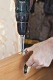 Porta interior de madeira do botão da trava e do fechamento da fixação do serralheiro imagens de stock