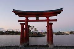 Porta japonesa de Ecpot no céu cor-de-rosa imagens de stock