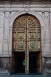 Porta lateral da catedral de Morelia fotografia de stock
