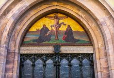 Porta Luther Crucifixion Mosaic Castle Church Wittenber de 95 teses fotografia de stock