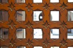 Porta marroquina cinzelada madeira do cedro imagens de stock