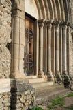 Porta medievale della chiesa della muratura di pietra Immagini Stock Libere da Diritti