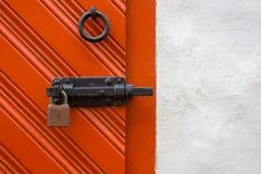 Porta medievale serrata immagini stock