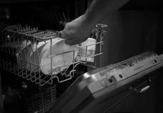 Porta monocromatica della lavastoviglie aperta fotografia stock libera da diritti