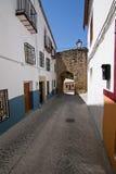 Porta Mudejar al villaggio immagine stock