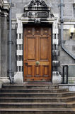 Porta na faculdade Dublin da trindade Fotos de Stock Royalty Free