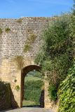 Porta na parede da cidade do castelo de Monteriggioni toscânia Italy foto de stock royalty free