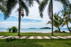 A porta natural à praia e ao mar, Mak Island Ko Mak Imagens de Stock Royalty Free