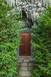 Porta nel palazzo di Wallenstein della parete di Dripstone fotografia stock