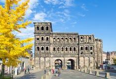 Porta Nigra i Trier på en härlig dag Fotografering för Bildbyråer