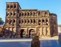 Porta Nigra - svart port på natten, Trier Royaltyfri Foto