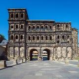 Porta Nigra - svart port på natten, Trier Royaltyfria Bilder