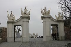 Porta no castelo de Bratislava - capital de Eslováquia imagens de stock royalty free