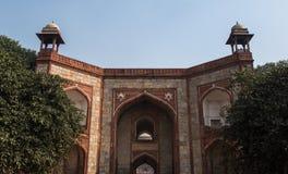 Porta no túmulo de Humayun Imagens de Stock
