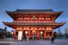 Porta no templo de Senso-ji, Asakusa, Tokyo, Japão Imagens de Stock