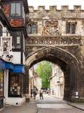 Porta norte ao fim da catedral de Salisbúria Salisbúria, Wilshire, En Foto de Stock Royalty Free