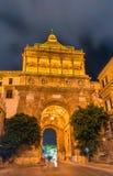 Porta Nuova, μια μνημειακή πύλη πόλεων του Παλέρμου Ιταλία Σικελία Στοκ Εικόνα