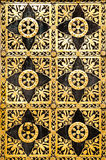 Porta ornamentado dourada velha Foto de Stock Royalty Free
