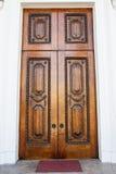 Porta ornamentado velha de Brown Imagens de Stock