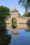 Porta Oude Gouwsboom da cidade e de água em Enkhuizen Fotos de Stock Royalty Free